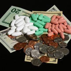 749px-Money_and_pills_in_three_colors SOURCE Wikimedia commons PHOTO BY Ragesoss